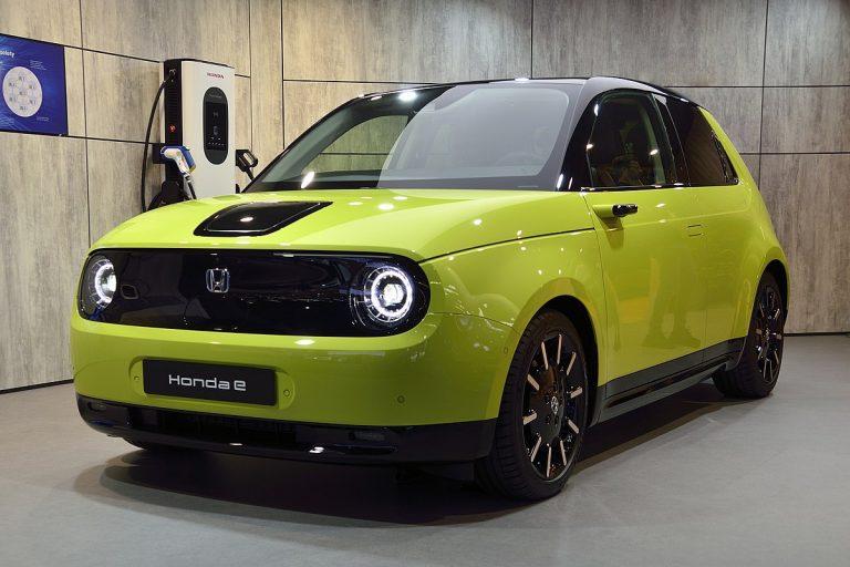 """Honda """"e"""" триумфира в Световен автомобил на годината"""