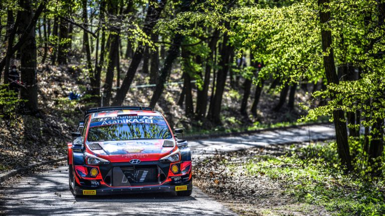 """WRC: Тиери Нювил  води след първия ден на рали """"Хърватия"""""""