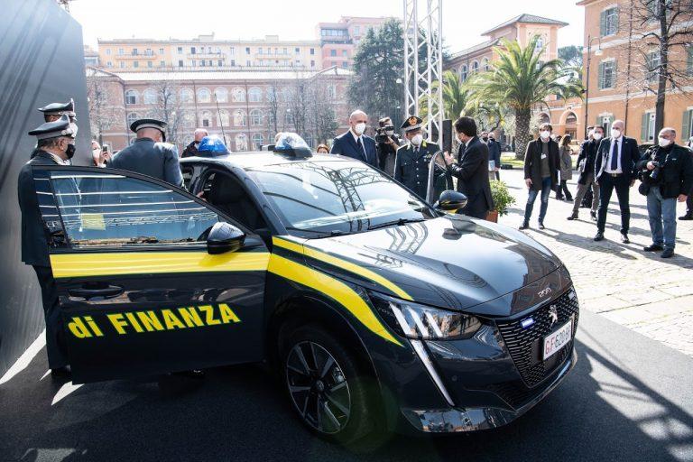 """PEUGEOT и италианската """"Guardia di Finanza"""" продължават сътрудничество с нулеви емисии"""