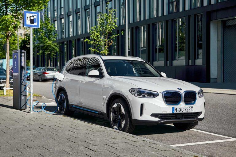 От София до Пловдив и обратно с електрическото BMW ix3