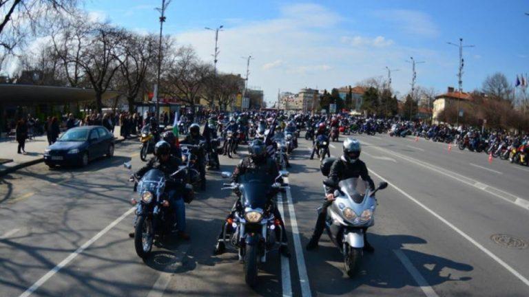 Мотоциклетистите пожелаха да могат да карат в бус лентите