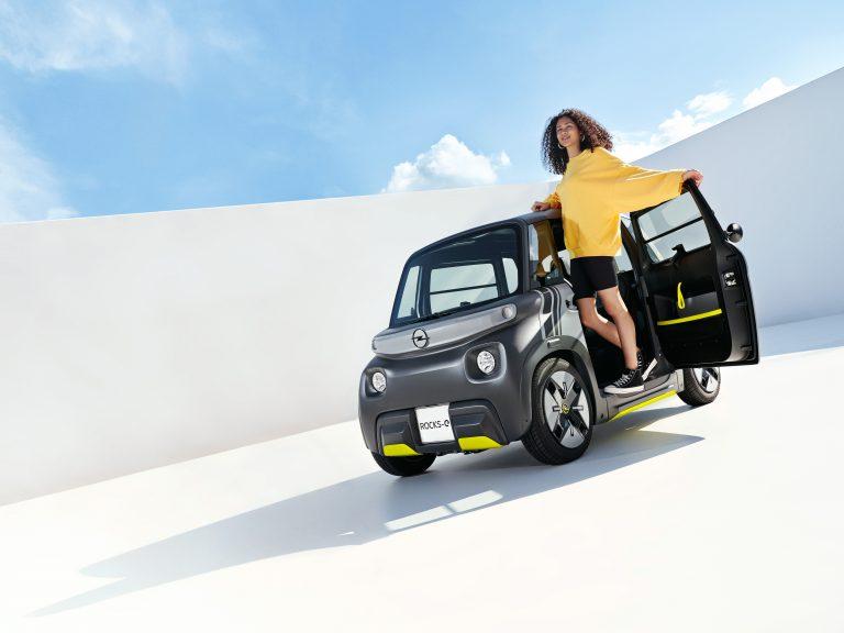 Премиера: Opel Rocks-e – електромобил за нови изживявания в града