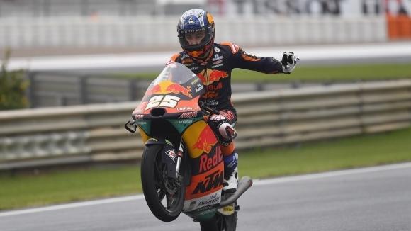 Въпреки контузия в ръката, Фернандес разби конкуренцията в Moto2 в Арагон