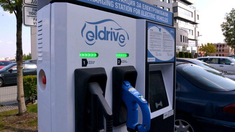 Зарядната инфраструктура за електромобили на Мото-Пфое е за всеки