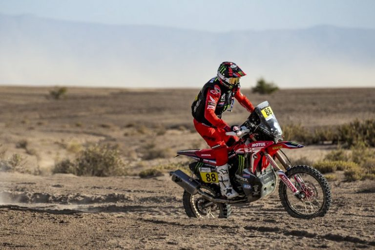 Екипът на Monster Energy Honda окупира подиума в първия етап на рали Мароко